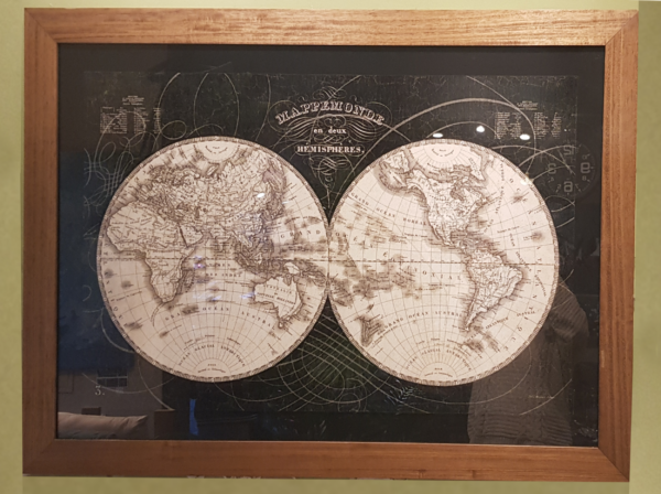 Cuadro planisferio roble